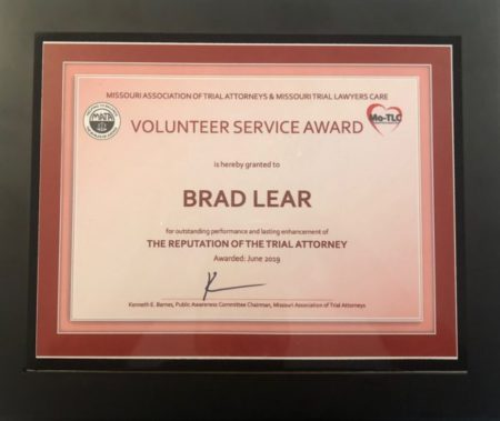 Brad Lear receives Volunteer Service Award from Missouri Association of Trial Attorneys